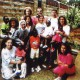 Vittoria Quondamatteo con un gruppo di volontari