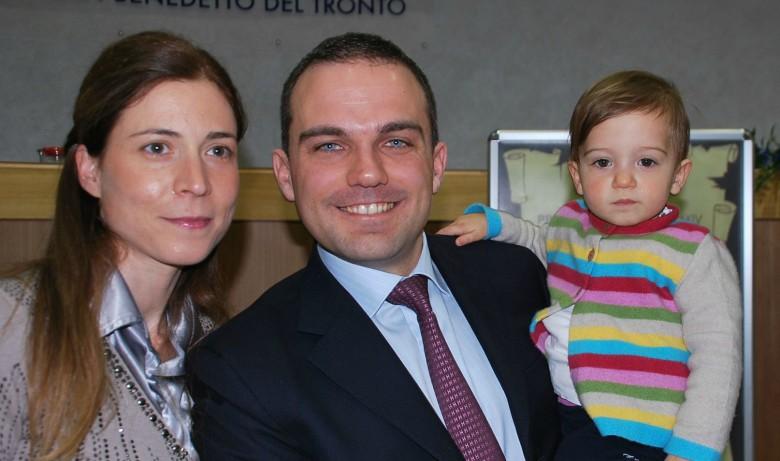 Andrea Novelli durante la cerimonia con la famiglia