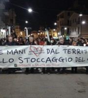 Fiaccolata anti-stoccaggio gas 3