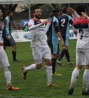 Samb-Celano, Alessandro festeggiato dopo il gol, foto Bianchini
