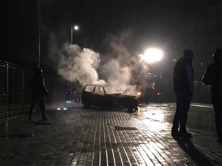 Auto in fiamme in viale dello Sport