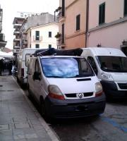 Furgoni in via Pisa
