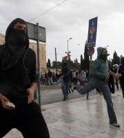 Scontri ad Atene per protesta contro la Troika (fonte Lettera43)
