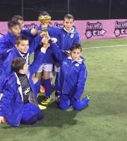 I pulcini del Martinsicuro con la coppa della fase regionale della Gazzetta Cup