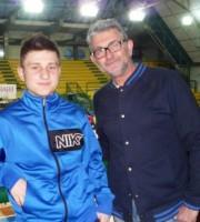 Il presidente della Oikos Agostini con il giovane Arca