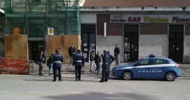 L'arrivo della Polizia che ha fermato il nord-africano nella mattina del 4 marzo