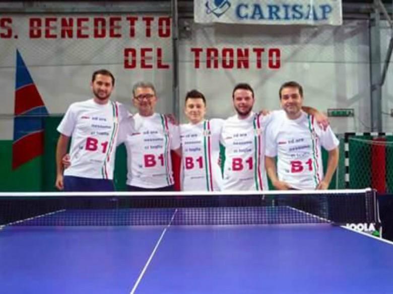 Oikos festeggia la B1 (foto tratta dalla pagina Fb Asd Tennistavolo San Benedetto)