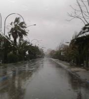 Pioggia sul lungomare (foto di repertorio)