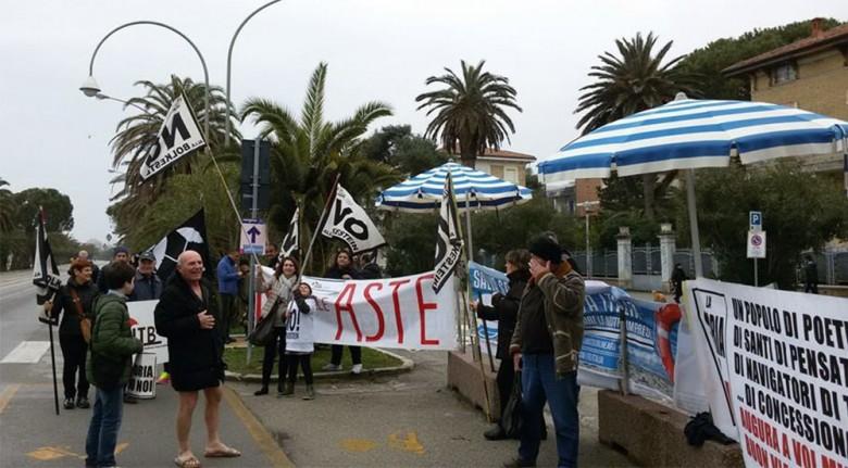 Protesta balneari Itb contro la Bolkestein durante la Tirreno-Adriatico