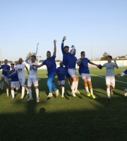 la squadra festeggia la promozione in eccellenza