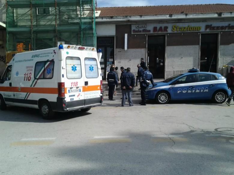 L'arrivo dell'ambulanza alla stazione