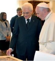 Mattarella e Papa Francesco (foto LAPRESSE, da LaStampa.it)