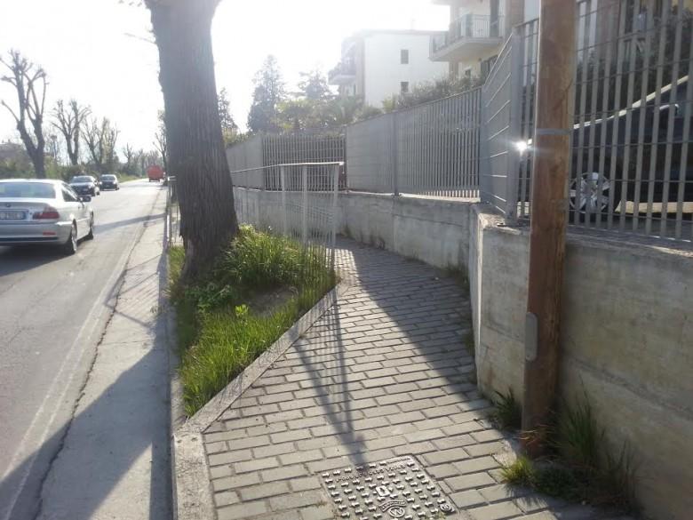 Il marciapiede di Via Torino