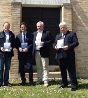 Luciano Bruni con gli amministratori di Cupra e Massignano