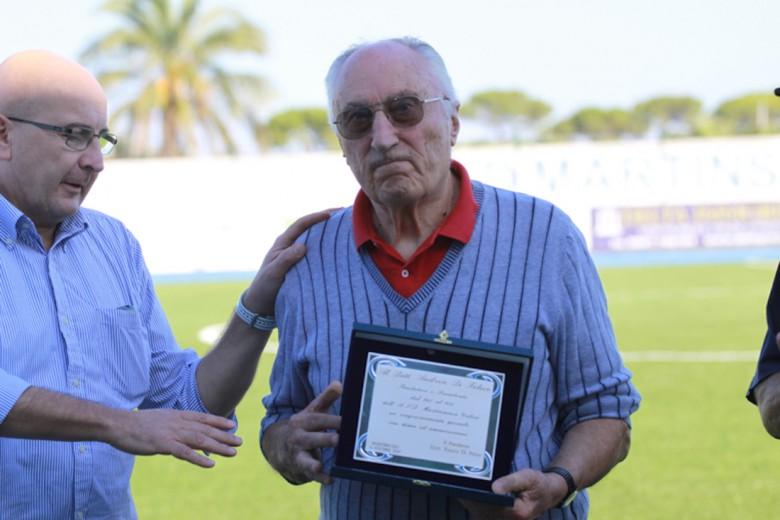 Andrea Di Felice e il figlio Franco durante una premiazione del Martinsicuro Calcio