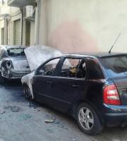 Le auto distrutte dalle fiamme in via Piemonte