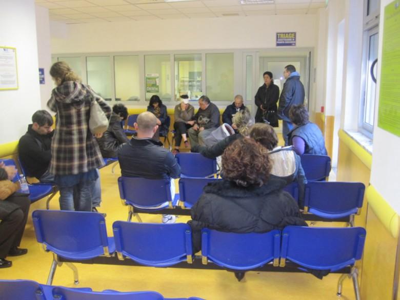 """Alcuni """"homeless"""" nella sala di attesa del Pronto Soccorso"""