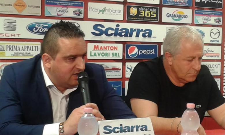 Bucci e Moneti durante la loro ultima conferenza stampa