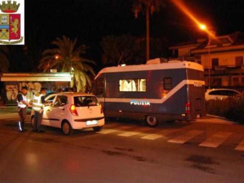 Controlli della Polizia sul lungomare (foto della Questura di Ascoli)