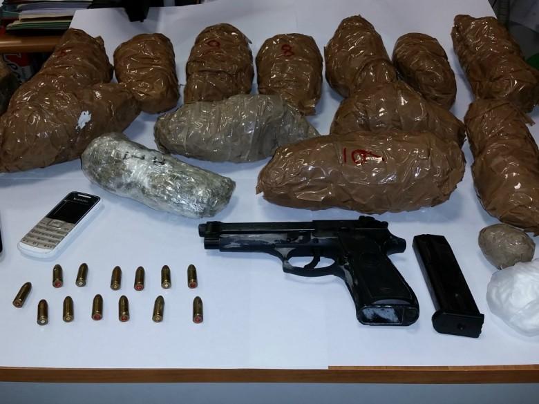 Stupefacenti e armi rinvenuti dalla Guardia di Finanza