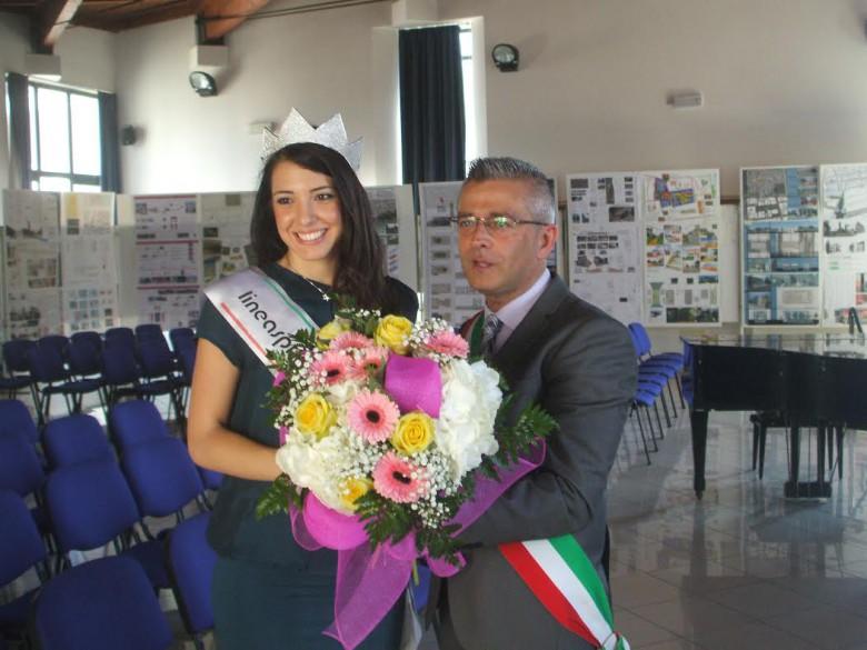 Il sindaco Paolo Camaioni con miss Italia 2014 Clarissa Marchesa