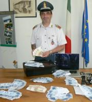 Oltre 70 mila euro falsi sequestrati dalle Fiamme Gialle (foto della Gdf di Macerata)