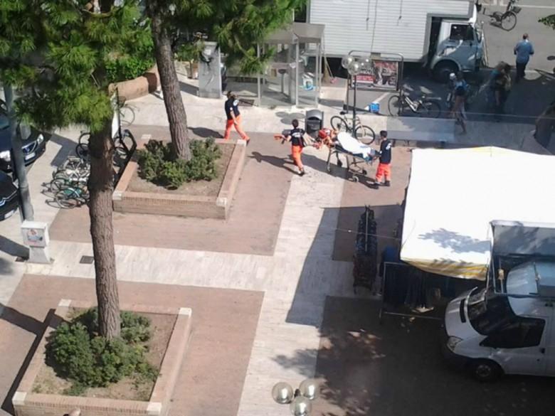 Soccorsi del 118 in piazza Carducci, 13 luglio