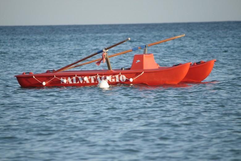 due salvataggi in poche ore sulle spiagge di Martinsicuro
