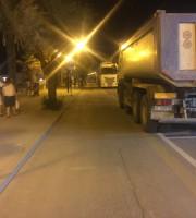 Camion sul lungomare di Martinsicuro per i lavori di ripascimento