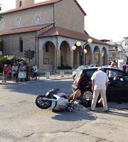 Martinsicuro, auto contro su scooter su via Roma