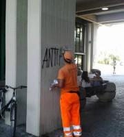 Pulizia delle scritte dai muri, 21 agosto