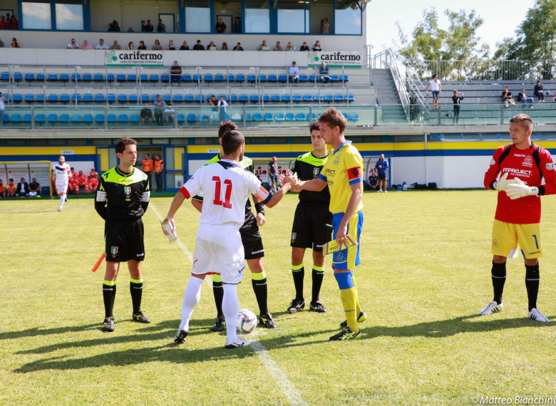Fermana-Samb 3-3, ingresso in campo