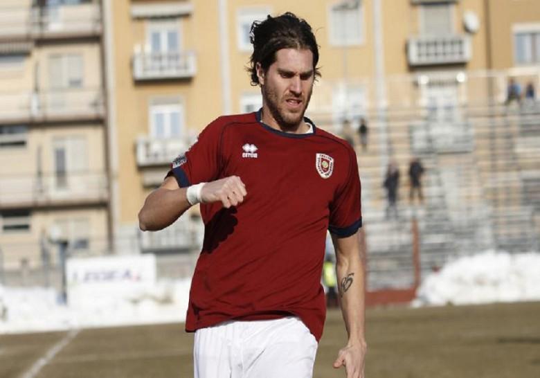 Antonino Bonvissuto con la maglia dell'Arezzo (fonte tuttomercatoweb.com)