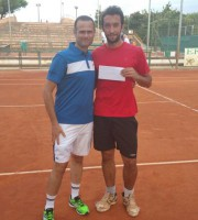 il presidente Alduino Tommolini premia il vincitore del torneo sociale 2015, Gino Bucci