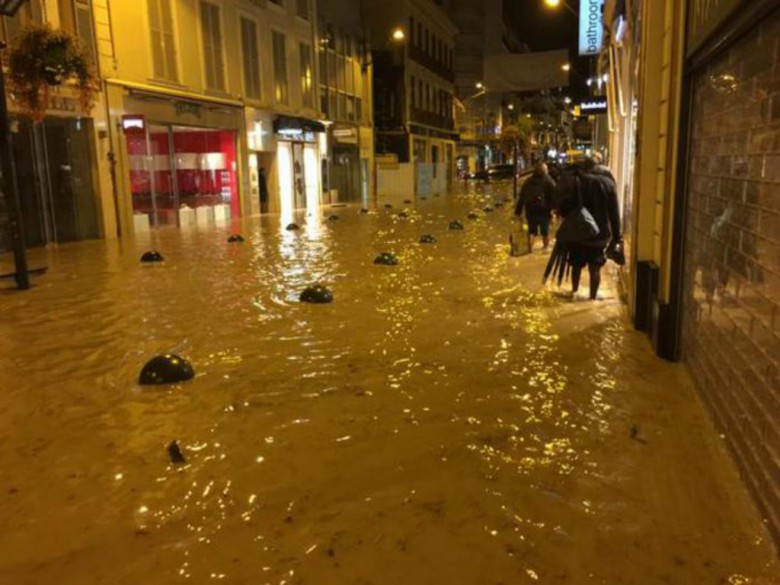 Cannes allagata (foto tratta dal sito Ansa)