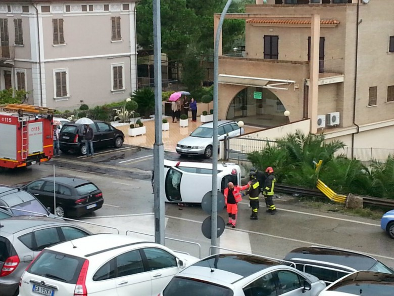 Incidente sulla Statale 16, primo ottobre (foto di Massimiliano Carboni)