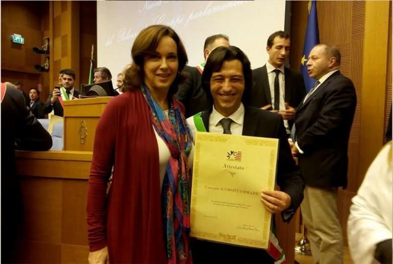 Catia Polidori conferisce a Piergallini l'attestato American Friendly