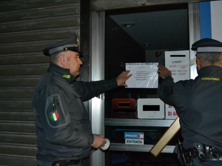 Gdf in azione (foto della Compagnia di Macerata)