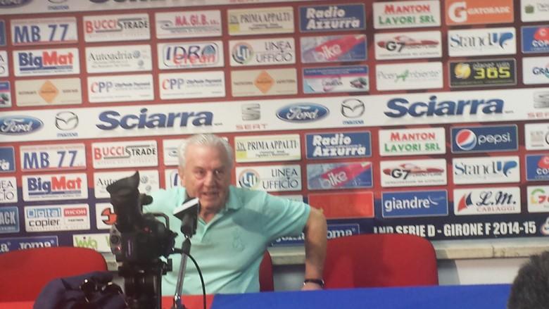 Il presidente Fedeli in sala stampa