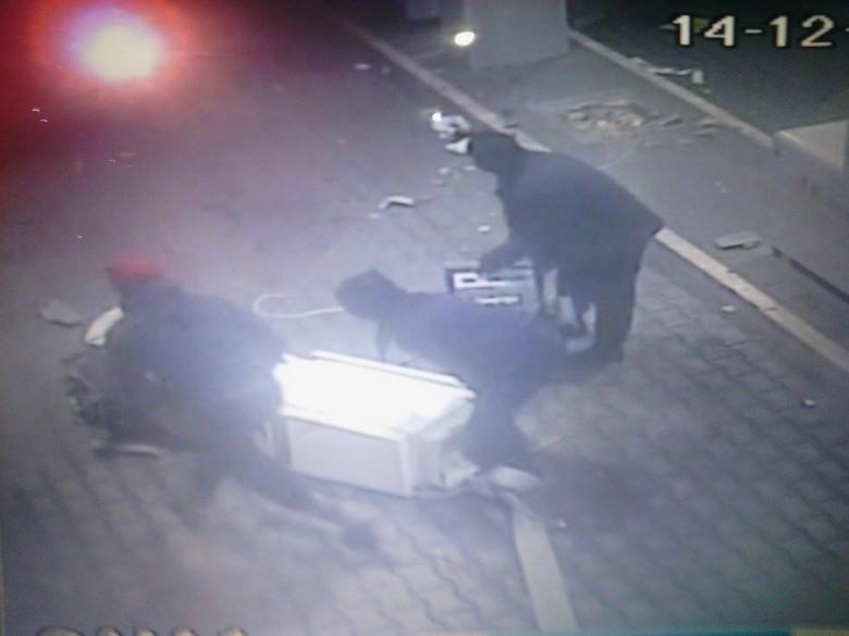 Fotogramma del furto avvenuto alle prime ore del 14 dicembre a Porto d'Ascoli