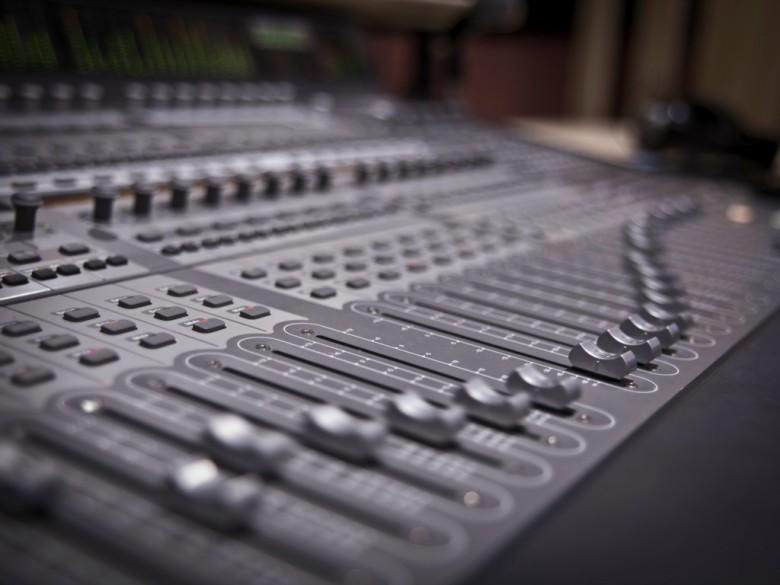 Mixer (foto tratta da springboardmusicproduction.wordpress.com)