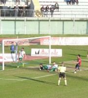 Chieti-Samb, Il gol di Sorrentino (Foto Riccardo Ricci)