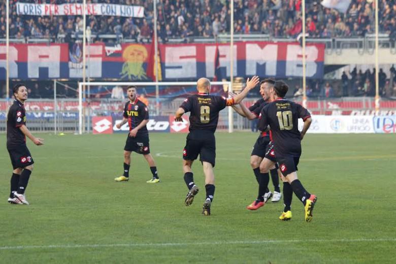 Samb-San Nicolò Sabatino festeggiato dopo il gol foto Bianchini