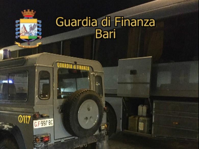 Sequestro Gasolio (foto Gdf di Bari)
