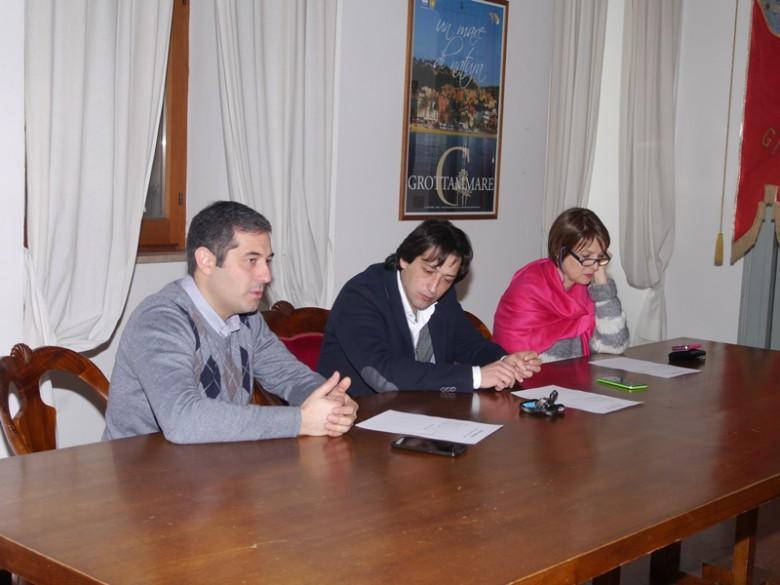 Da sinistra a destra: Alessandro Rocchi (vicesindaco e assessore Ottimizzazione delle Risorse), il sindaco Enrico Piergallini, arch. Liliana Ruffini (responsabile Area Gestione Opere pubbliche).