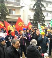 I lavoratori Veco in piazza Cavour