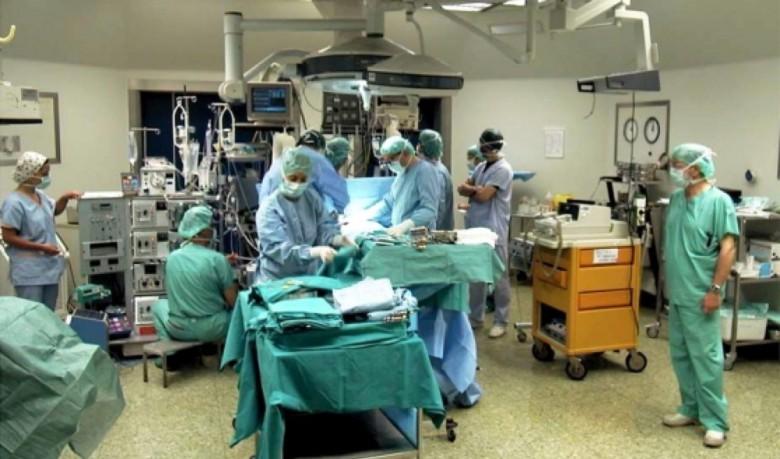 Chirurghi al lavoro