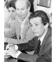 Pietro Paolo Menzietti dietro Enrico Berlinguer
