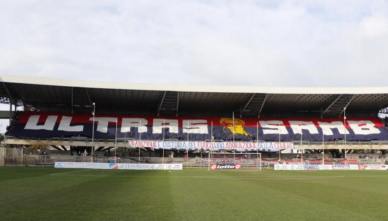 foto biasnchini Striscione Ultras Samb prima della sfida col Campobasso