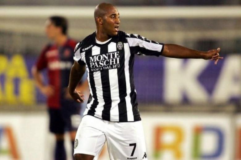 Reginaldo in un Siena-Cagliari di Serie A. Foto sienaclubfedelissimi.it